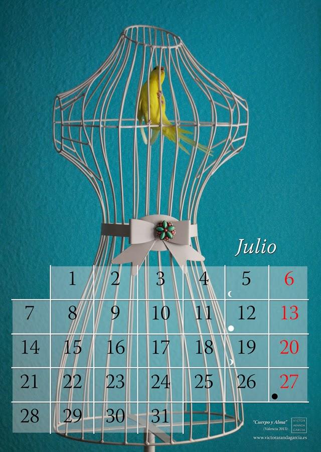 Diseño de una página de un calendario con la fotografía de un pájaro amarillo dentro de un maniquí de fondo