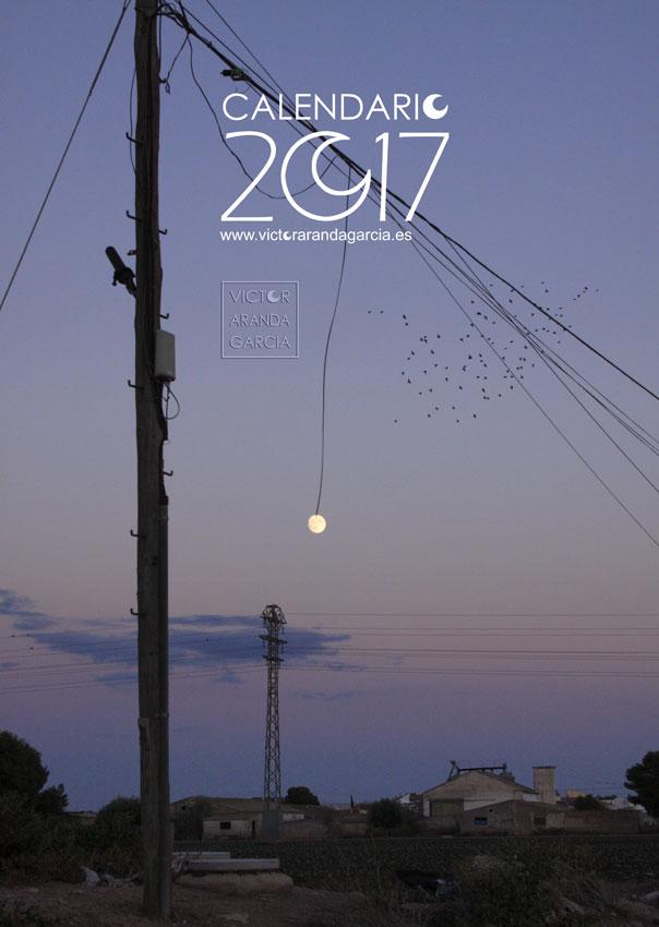Diseño de la portada del calendario con una fotografía de la luna que aparece como colgada de un cable