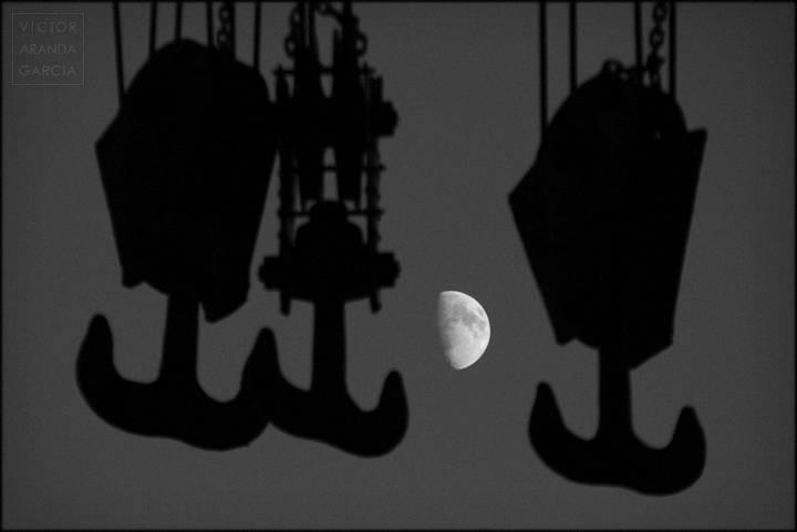 luna con ganchos del puerto