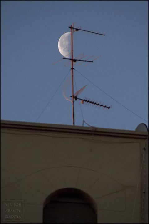 media luna con antena