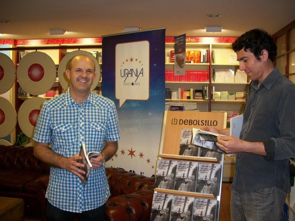 Fotografía del escritor Miguel Torija a la izquierda y del fotógrafo Víctor Aranda a la derecha